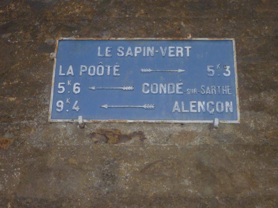 Zone 61 - La Ferrière Bochard, lieut dit Le Sapin Vert sur la D1 - Plaque de cocher - La Poôté - Condé sur Sarthe - Alençon (Gwéna Tireau)