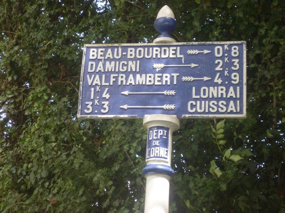 Zone 61 - Lonrai, près du giratoire Les Quatre Croix - Plaque de cocher - Beau Bourdel - Damigni - Valframbert - Lonrai - Cuissai (Gwéna Tireau)