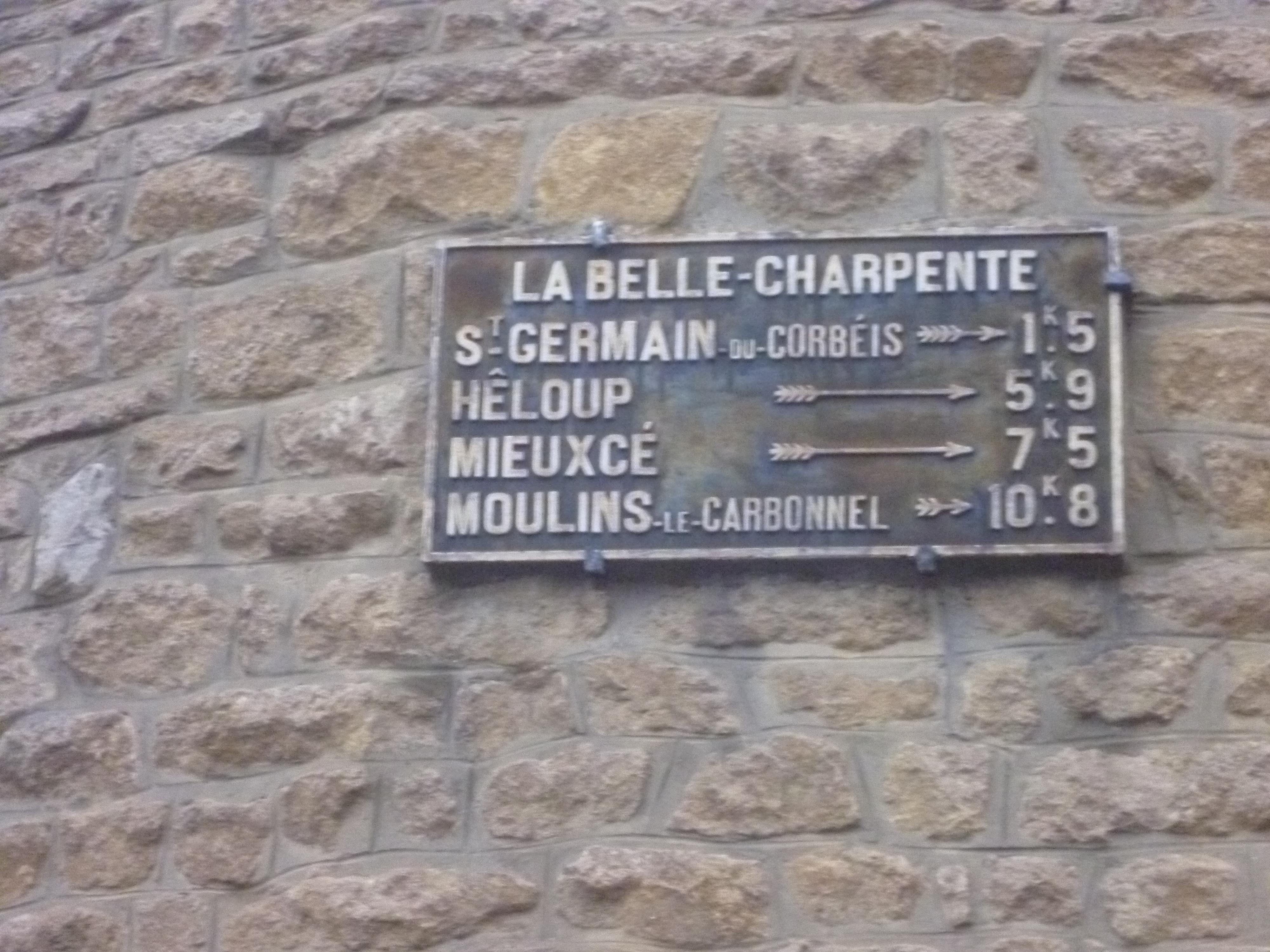 Zone 61 - Saint Germain du Corbéis, lieu dit La Belle Charpente, rue du Général Leclerc - Plaque de cocher - Saint Germain du Corbéis - Hêloup - Mieuxcé - Moulins le Carbonnel (Gwéna Tireau)