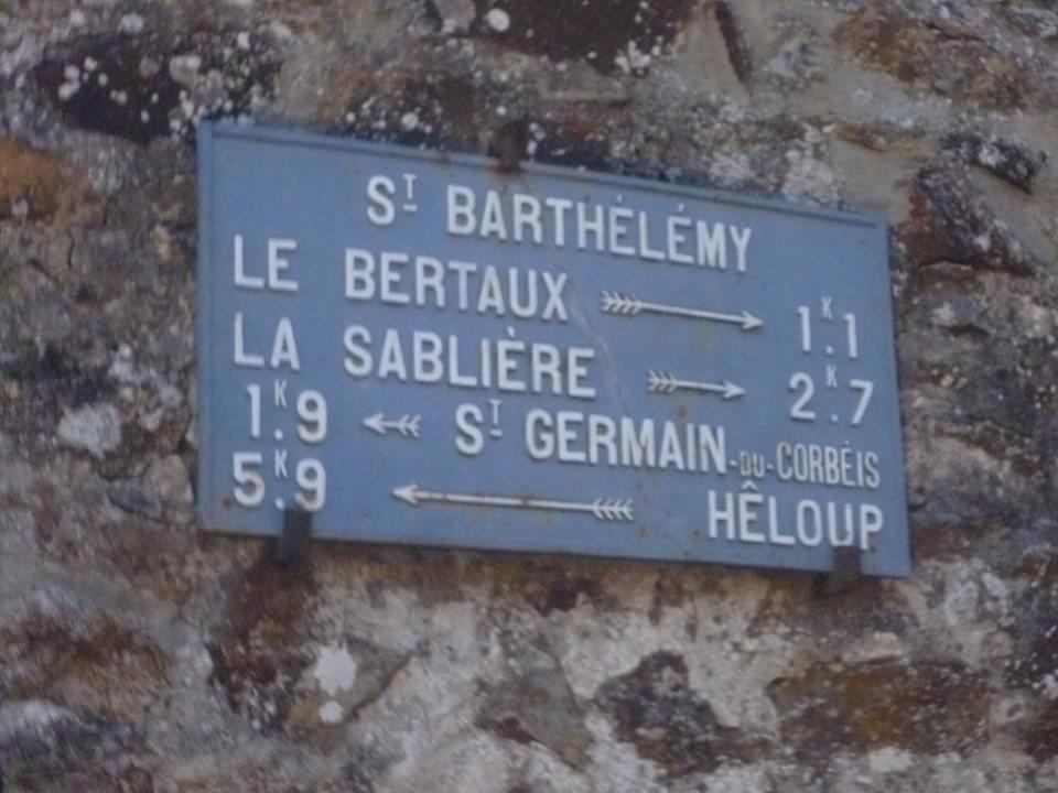 Zone 61 - Saint Germain du Corbéis, lieu dit Saint Barthélémy, rue des Berteaux - Plaque de cocher - Le Bertaux - La Sablière - Saint Germain du Corbéis - Hêloup (Gwéna Tireau)