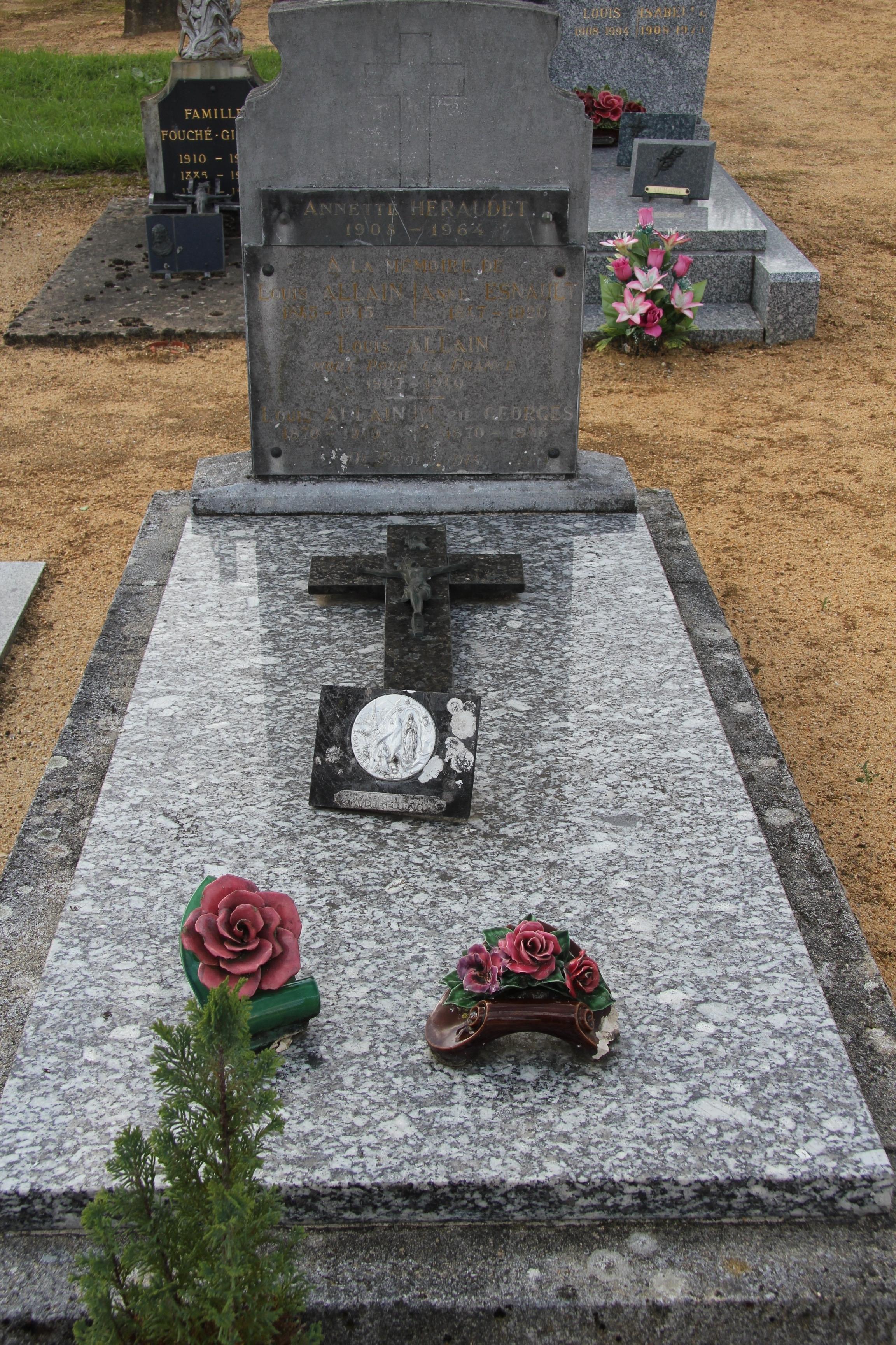 Auvers sous Montfaucon - Cimetière - ALLAIN Louis et ESNAULT Anne - ALLAIN Louis et GEORGES Marie - ALLAIN Louis - HERAUDET Annette 01 (Sylvie Leveau)