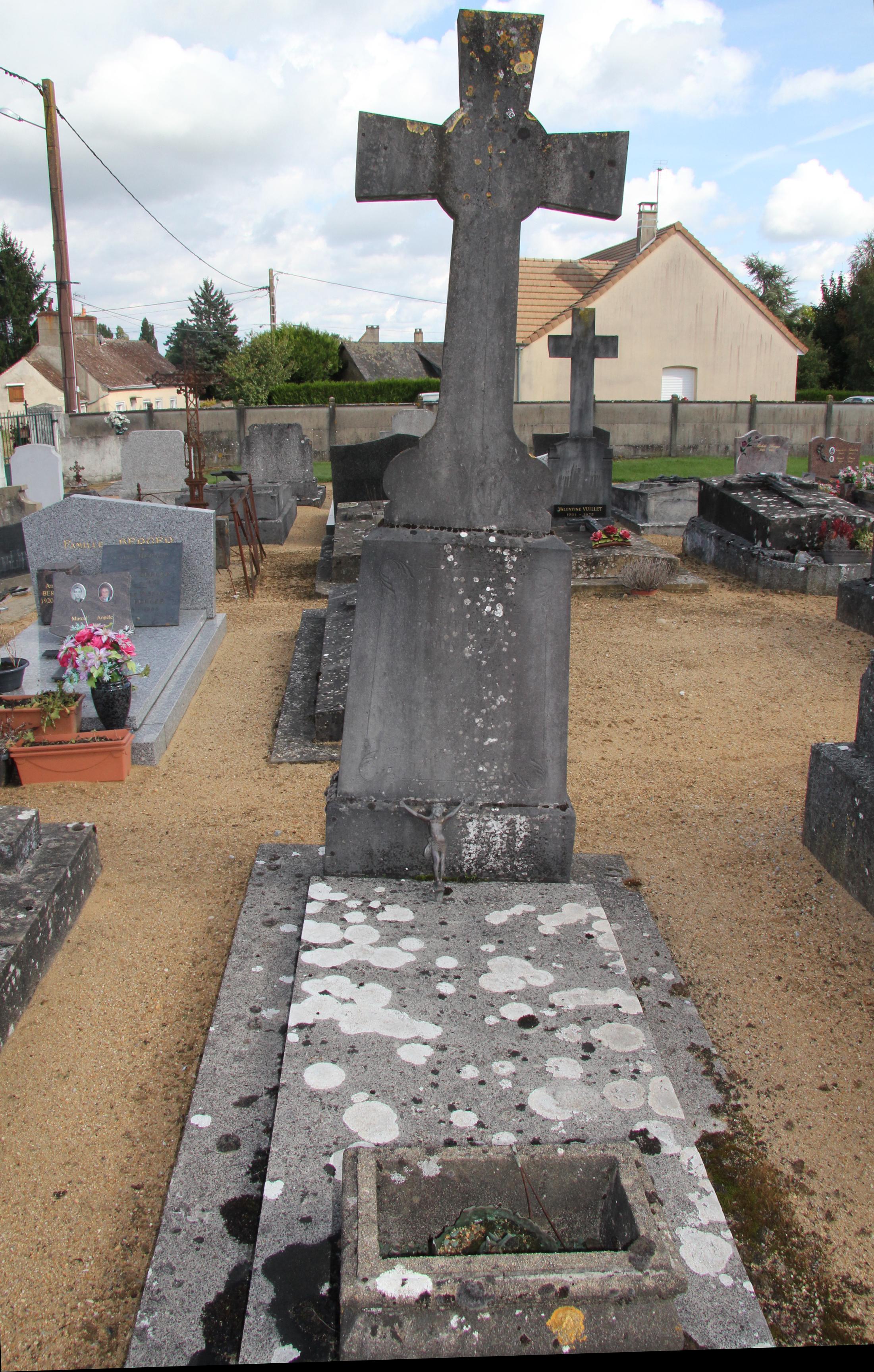 Auvers sous Montfaucon - Cimetière - HUBERT Léon 01 (Sylvie Leveau)