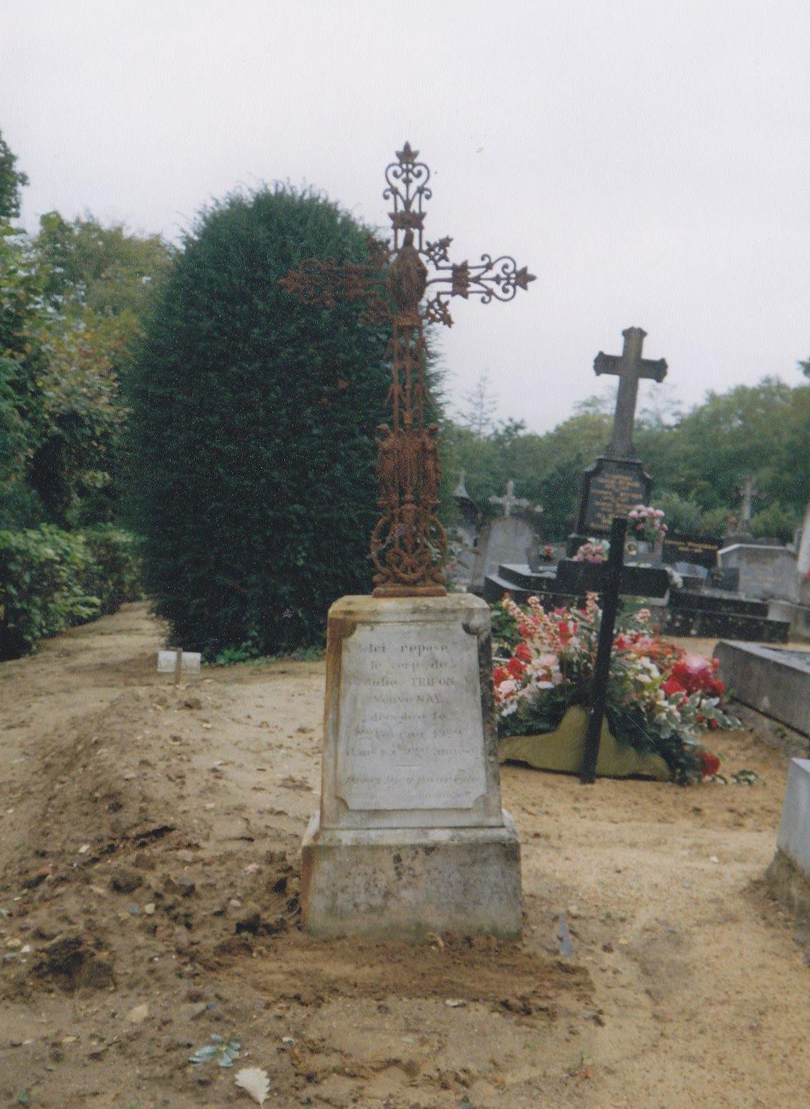 Clermont Créans - Cimetière - TRIFON Julie veuve NAY (Loïc Prémartin)