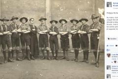 Le Mans - Groupes - Colonies et scouts - RICHARD Francisque, Jean, Joseph chez les scouts, à gauche du curé - Vers 1920 - Vue 02 (Philippe Richard)