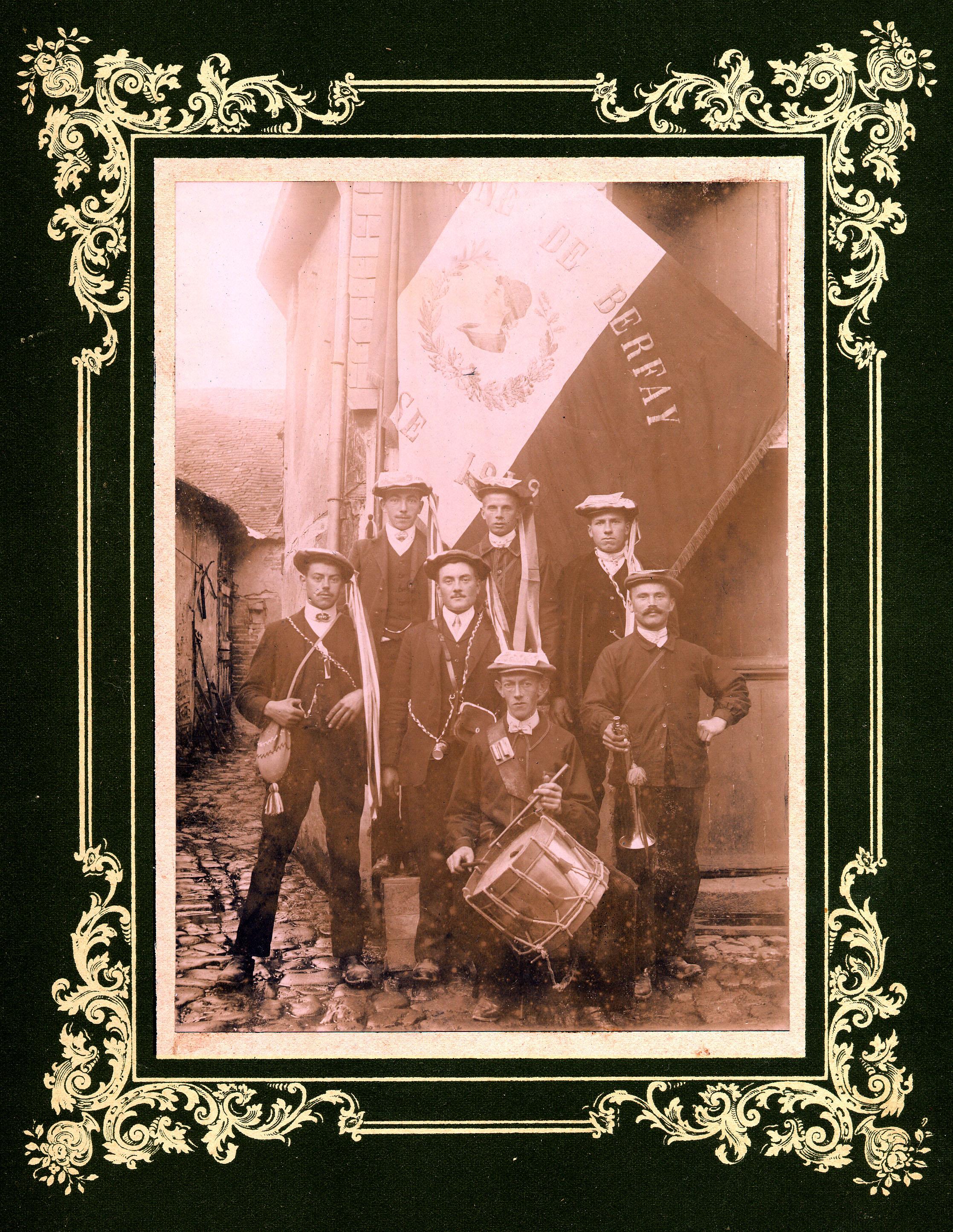 Berfay - Militaires - Conscrits - GAUTIER Henri, Marcel en haut à droite - Mon arrière grand père - Classe 1913 (Nicolas Soulard dit Cocojobo)