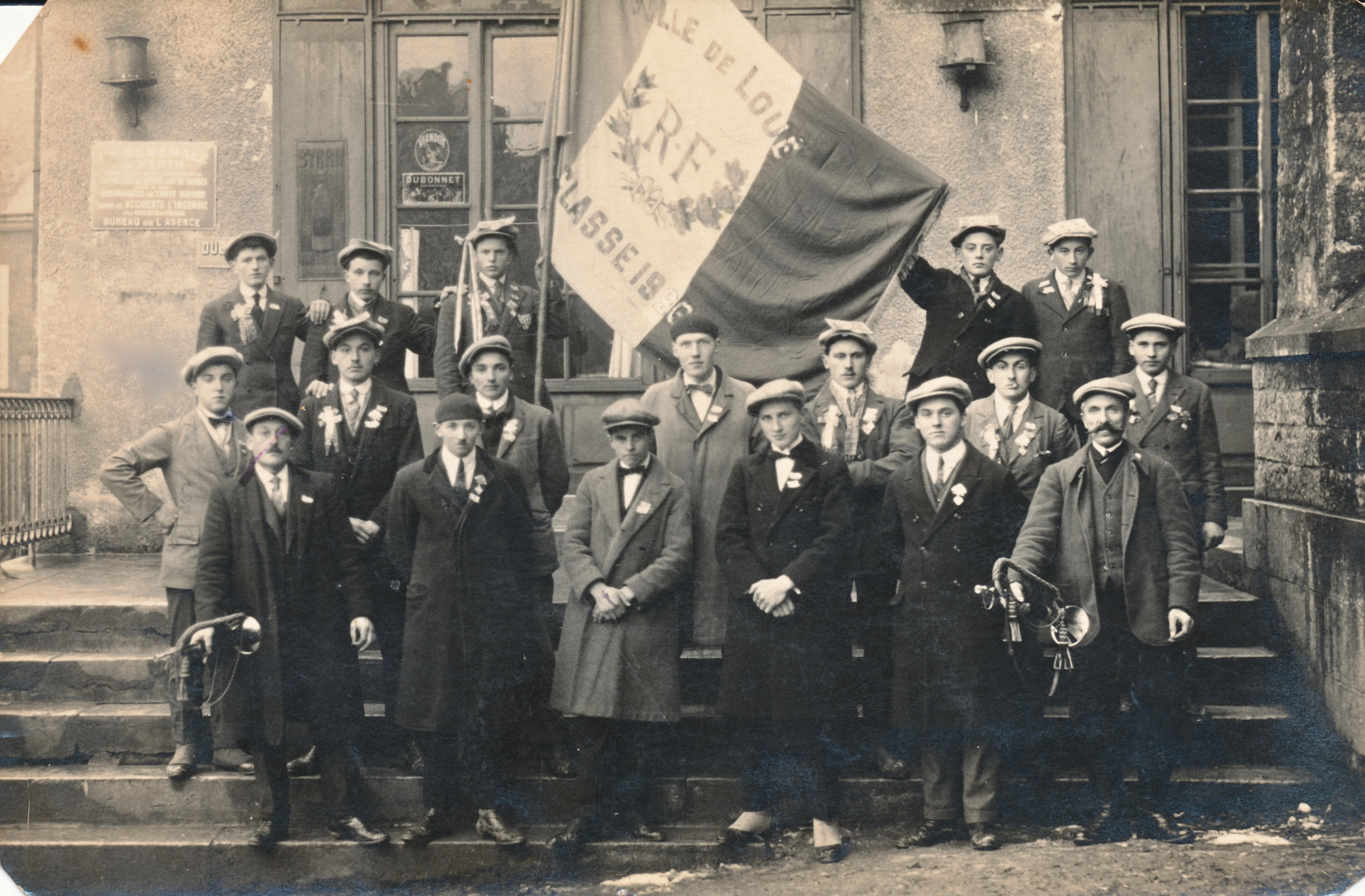 Loué - Militaires - Conscrits - LEVEAU Gustave, Louis au 2nd rang à gauche avec la main sur la hanche - Mon grand père - Classe 1926 (Sylvie Leveau)