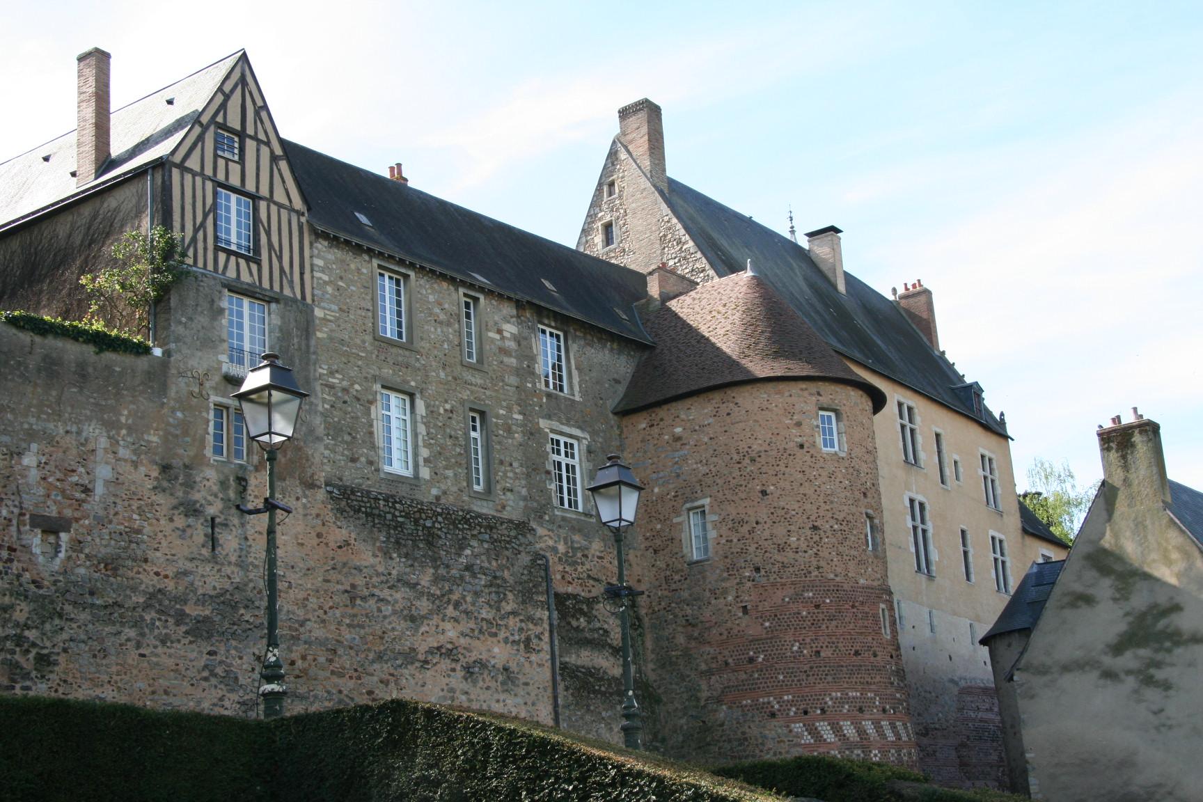 Le Vieux Mans en 2010 - L'enceinte romaine - Muraille 10 - Rue Saint Hilaire - Tour des Ardents 01 (Sylvie Leveau)