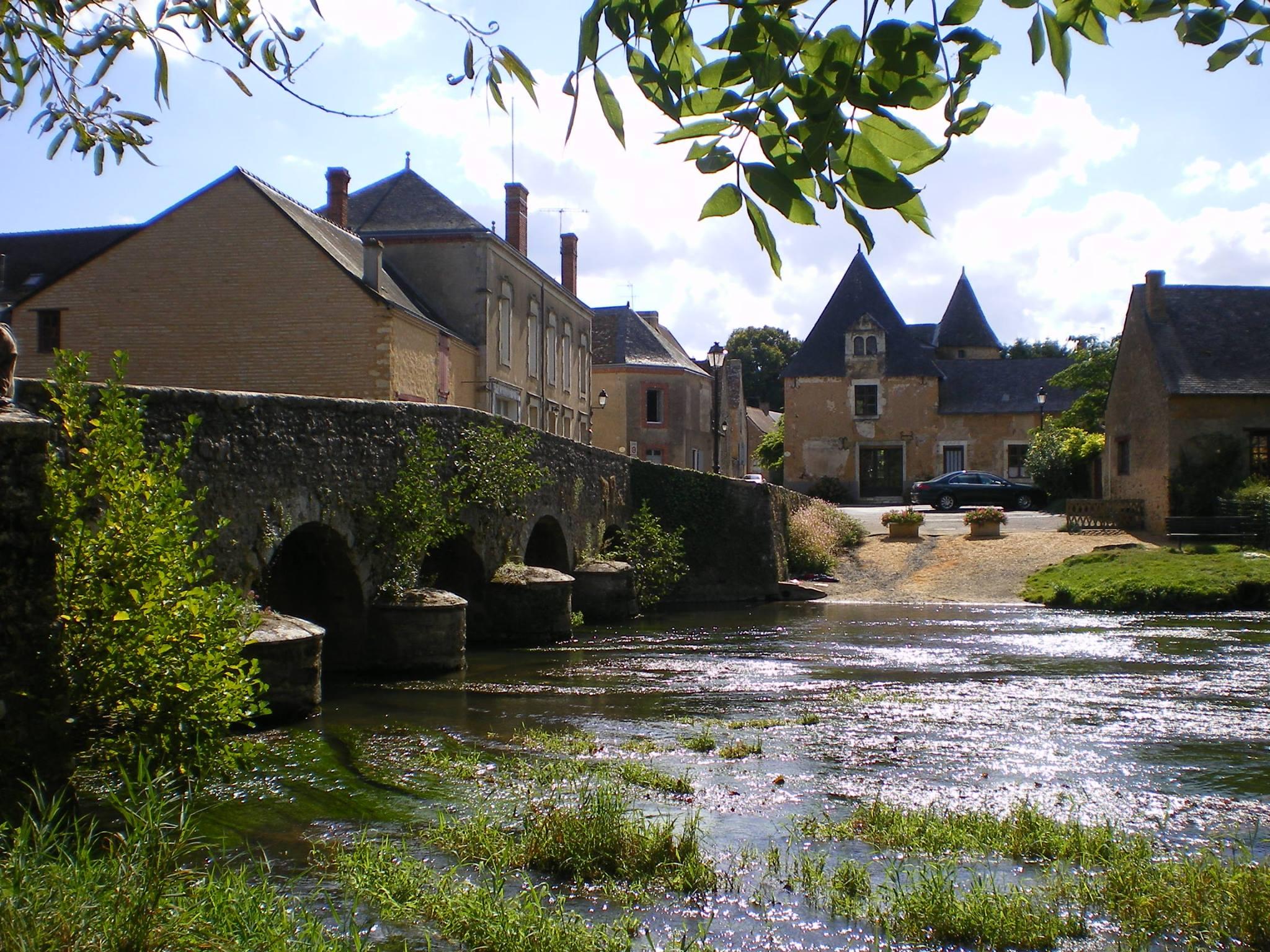 Asnières sur Vègre - Le pont sur la Vègre (forcément) - Un ancien pont médiéval reconstruit au début du XIXème siècle (Philippe Gondard)
