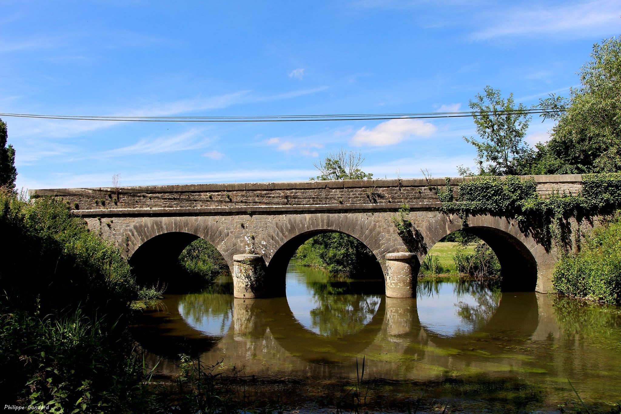 Epineu le Chevreuil - Pont de la Jumellière sur la Vègre - Il est du XVIIIè siècle et possède 3 arches (Philippe Gondard)
