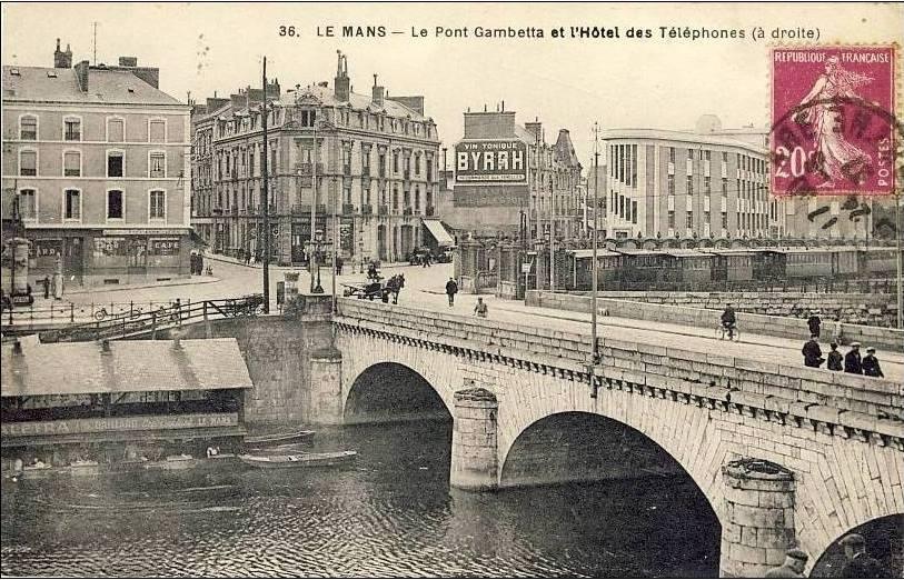 Le Mans - Le Pont Gambetta et l'Hôtel des Téléphones (à droite)