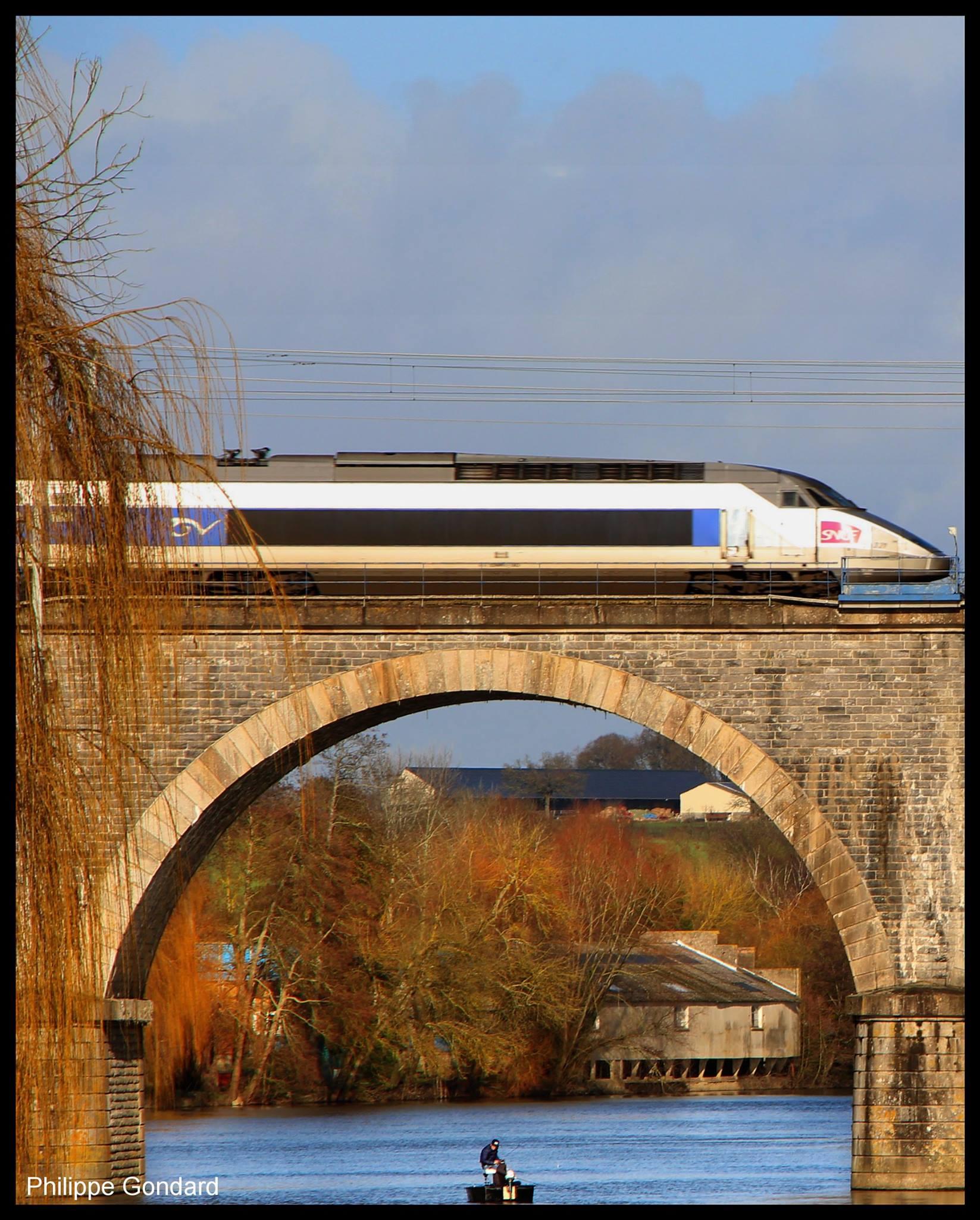 Noyen sur Sarthe - Le pont sur la ligne Le Mans - Angers (Philippe Gondard)