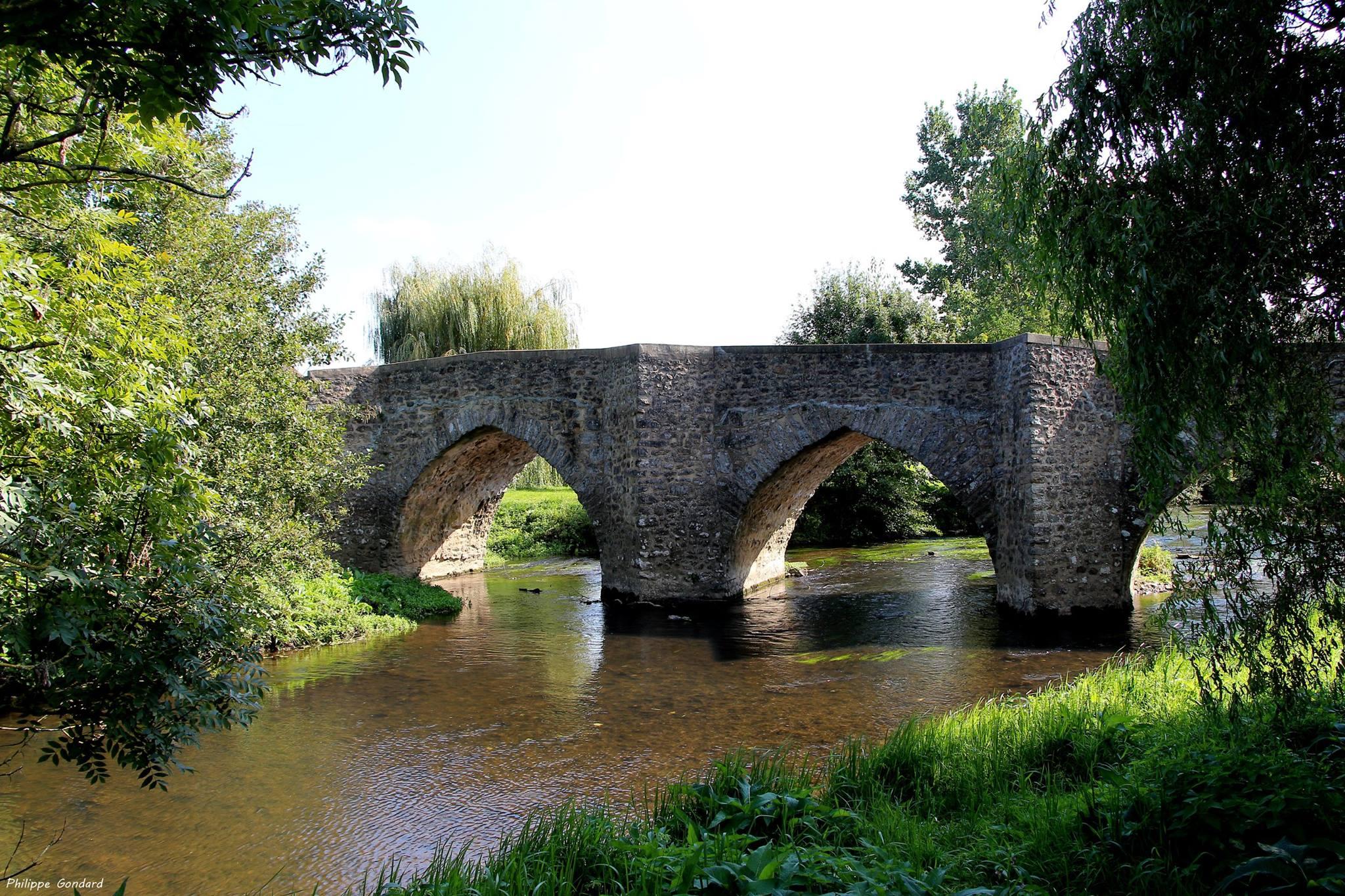 Poillé sur Vègre - Pont du dernier quart du XIVème siècle sur la Vègre (Philippe Gondard)