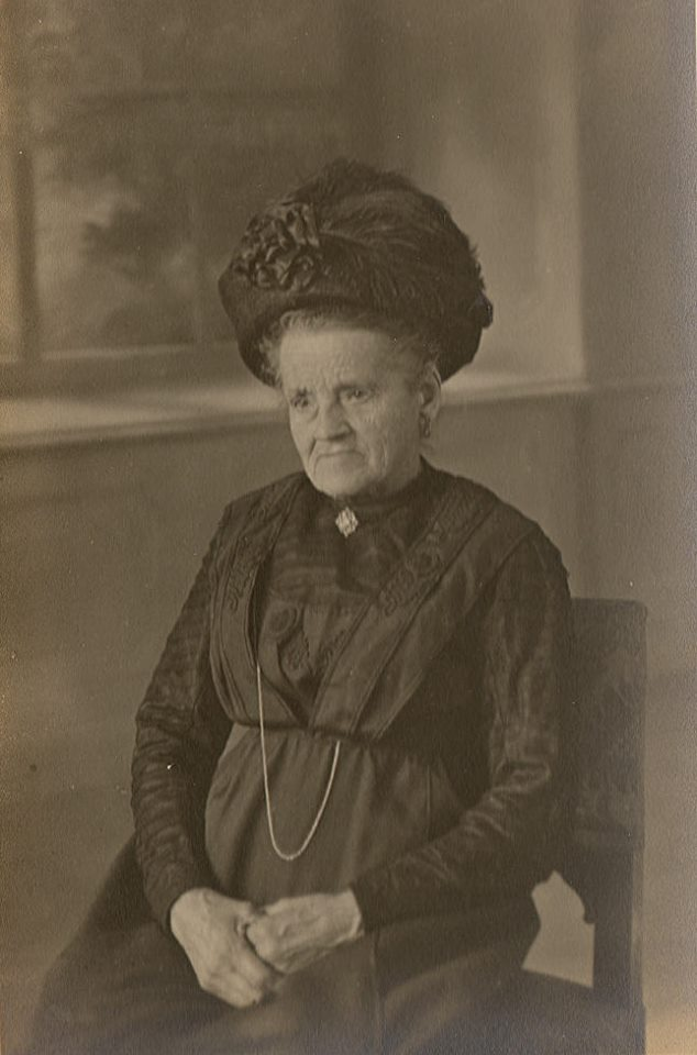 Auvers sous Montfaucon - Portraits - HUART Augustine, Clémentine épouse DORE Ernest, Louis - Mon arrière arrière grand mère (Sylvie Leveau)