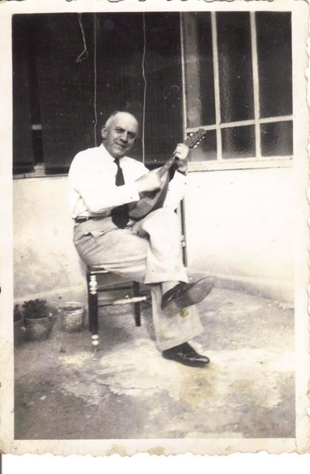 Le Mans - Portraits - PIERCON Léon - Mon grand père, jouant de la mandoline - Vers 1940 (Françoise Lebreton)