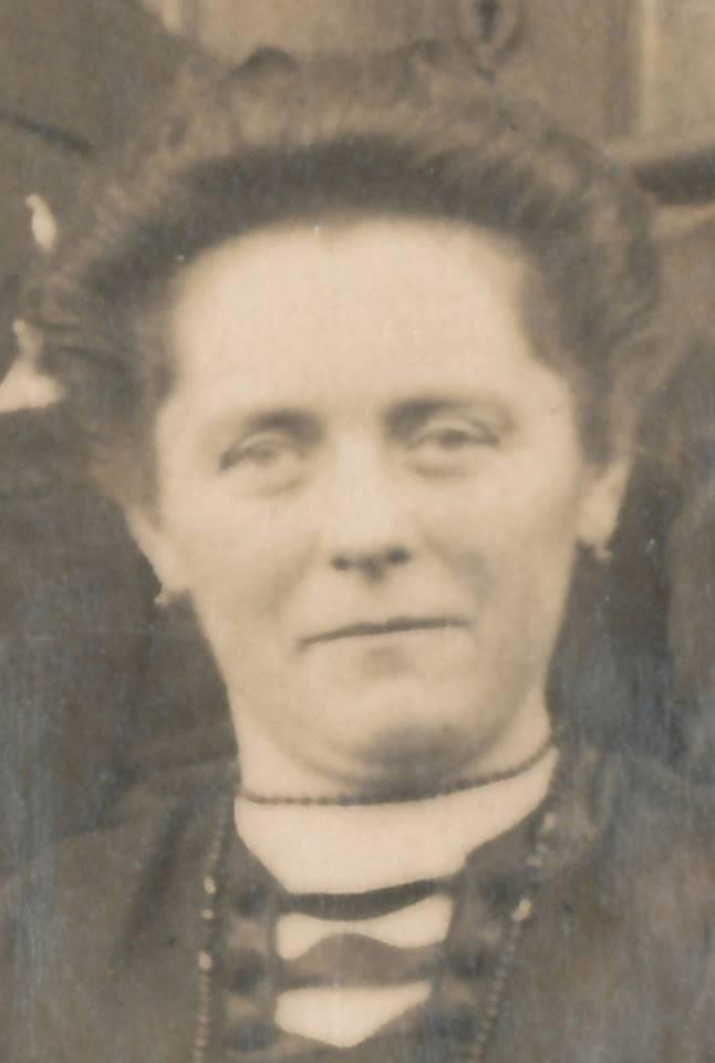 Portraits - GILLET Stéphanie épouse LANDAIS François - Ma grande tante - 1921 (Sylvie Leveau)