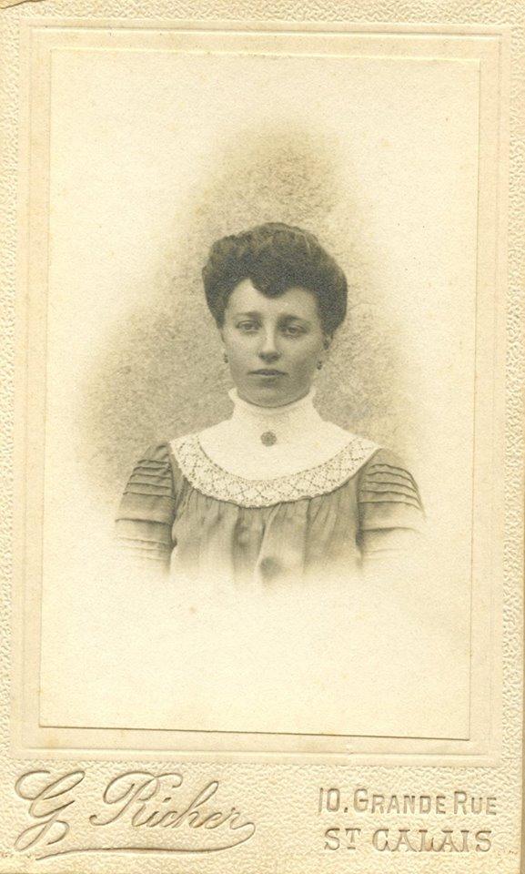 Portraits - Inconnue - Photo trouvée dans un album de famille AUBIER-PELTIER d'après le vendeur 03 (Sylvie Leveau - Delcampe)