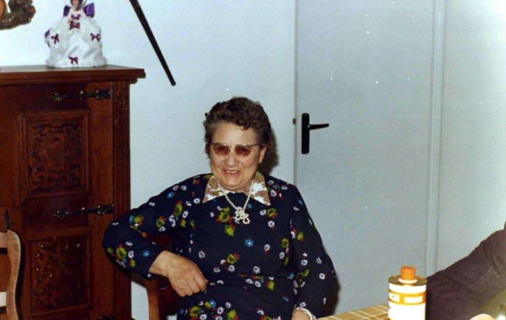 Portraits - LEGO Germaine épouse JOUANNEAU René - Ma grand mère 03 (Nicole Jouanneau)