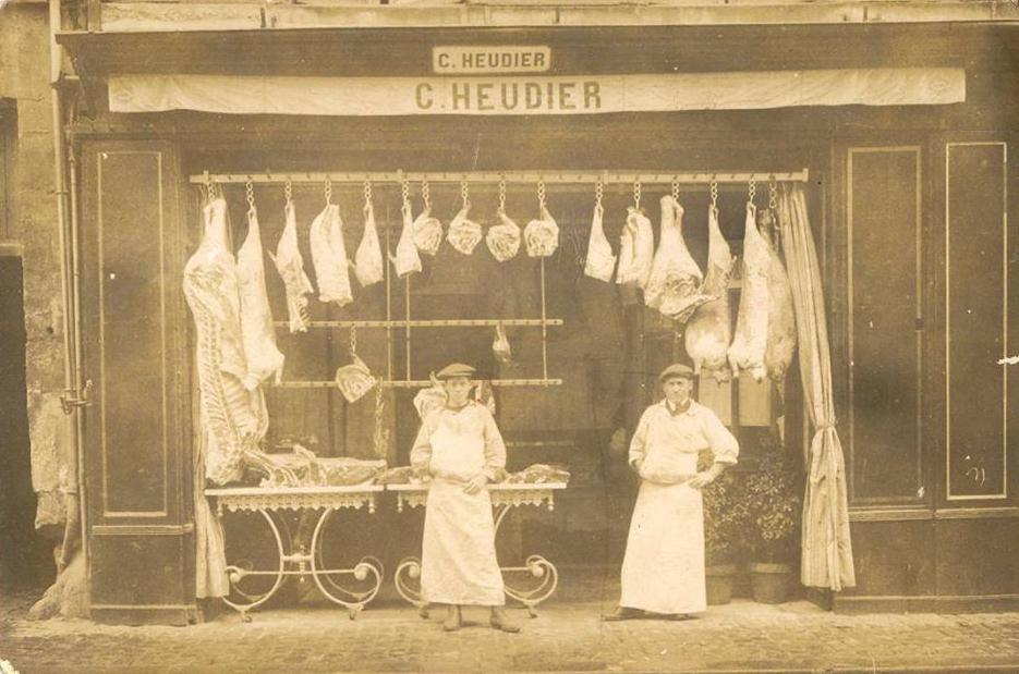 Zone 14 - Caen - Commerce - Boucherie C. HEUDIER en 1912 avec la présence de mon grand-père, Auguste LEBRETON, apprenti puis ouvrier, à droite (Françoise Lebreton)