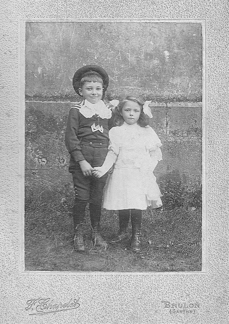 Brûlon - Couples et familles - LANDAIS Pierre et LANDAIS Armandine, frère et soeur - Entre 1910 et 1916 (Sylvie Leveau)
