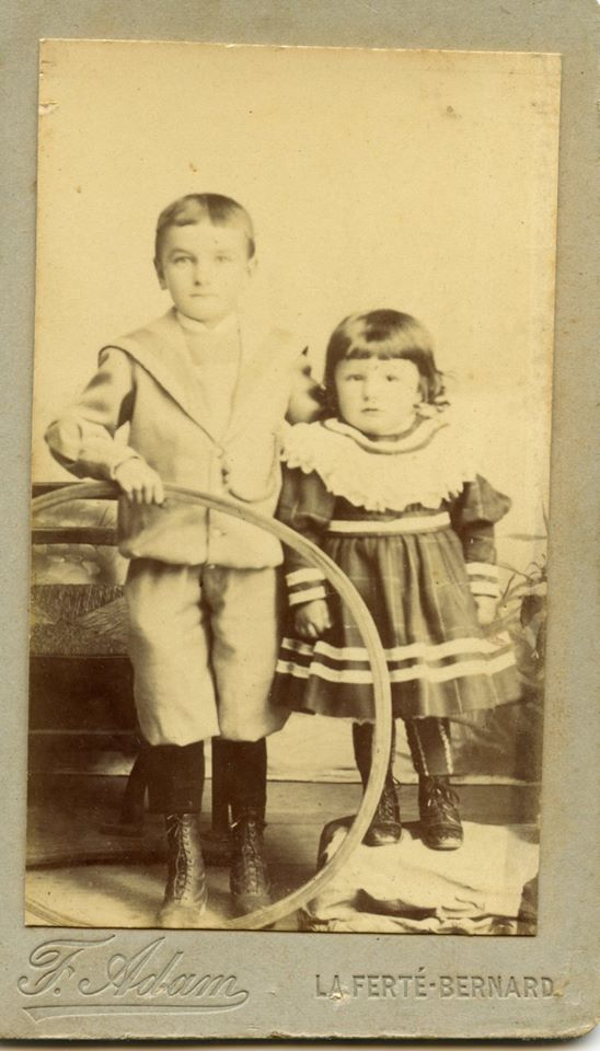 Couples et familles - Inconnus - Photo trouvée dans un album de famille AUBIER-PELTIER d'après le vendeur (Sylvie Leveau - Delcampe)