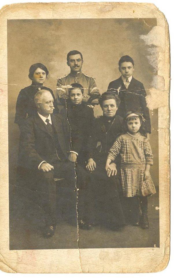 Couples et familles - PIERCON Auguste et PIERCON Augustine, les parents - Léon, Gabrielle, René, Jean et Marie, leurs enfants - Mes arrière grands parents et mon grand père - 1913 (Françoise Lebreton)