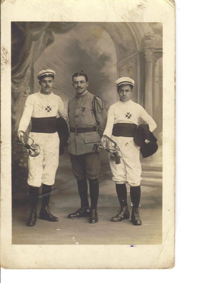 Couples et familles - PIERCON Léon au centre - PIERCON René à gauche - PIERCON Jean à droite - Mon grand père et ses frères - 1919 (Françoise Lebreton)