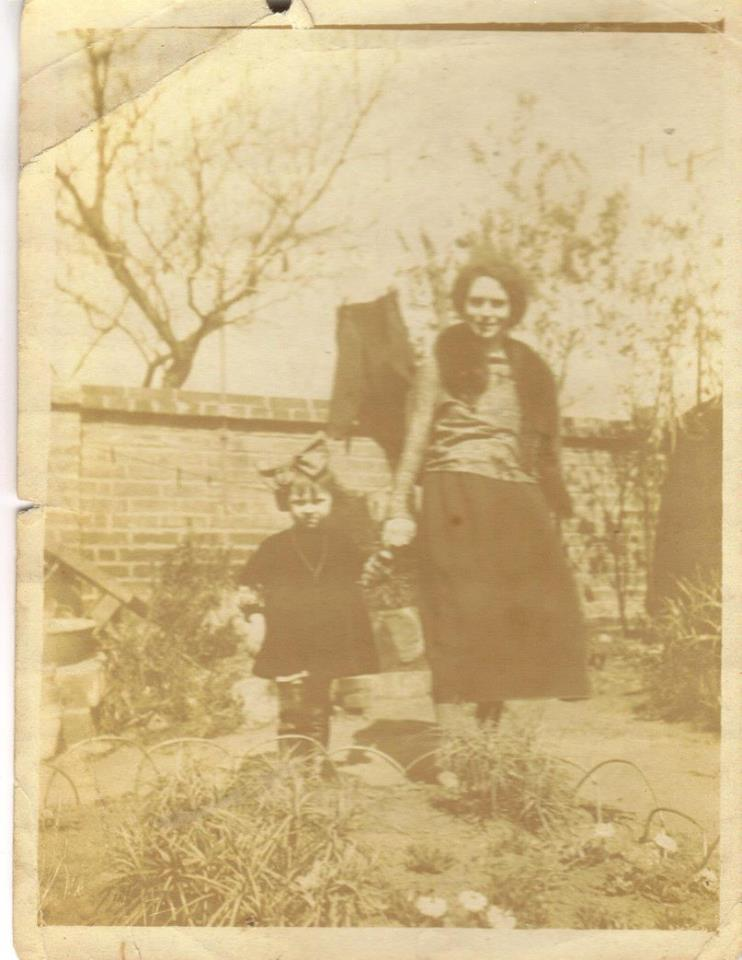 Couples et familles - SEROUX Eléonore épouse PIERCON Léon - PIERCON Jane - Ma grand mère et ma maman - 1922 (Françoise Lebreton)