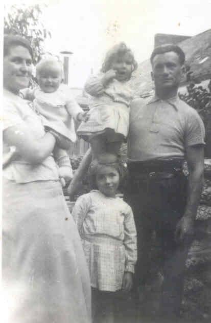 Le Mans - Couples et familles - MENU Georges et RETHORE Jeanne, les parents - Janine, Rolande et Micheline, trois de leurs enfants - Mes grands parents et mes tantes (Christophe Menu dit Tahiti)