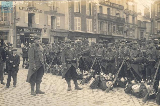 Le Mans - Militaires - Guerre 1914-1918 - Rassemblement de soldats (Sylvie Leveau)