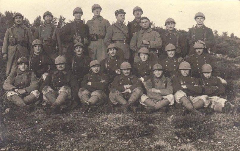 Militaires - Guerre 1914-1918 - PIERCON Léon - Portant la casquette, avec ses hommes - Mon grand père (Françoise Lebreton)