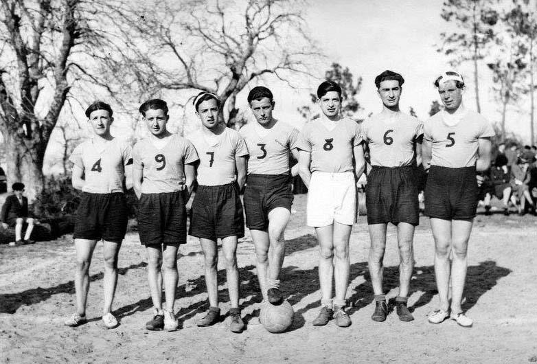 Parigné l'Evêque - Groupes - Loisirs et sports - Equipe de basket masculin - Vers 1943-1945 (André Beaumard)