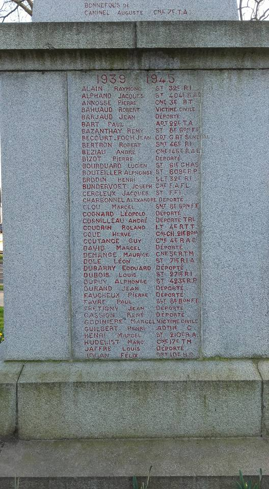 La Flèche - Monument commémoratif - Aux enfants de La Flèche morts pour la France 1914-1918 et 1939-1945 - Face Est - Vue 05 (Michel Mimitontonparrain)