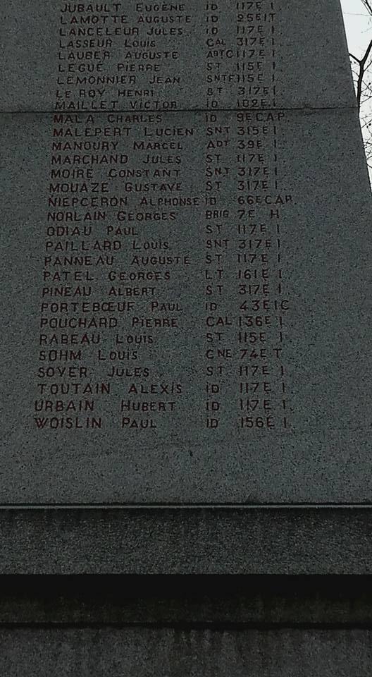La Flèche - Monument commémoratif - Aux enfants de La Flèche morts pour la France 1914-1918 et 1939-1945 - Face Nord - Vue 04 (Michel Mimitontonparrain)