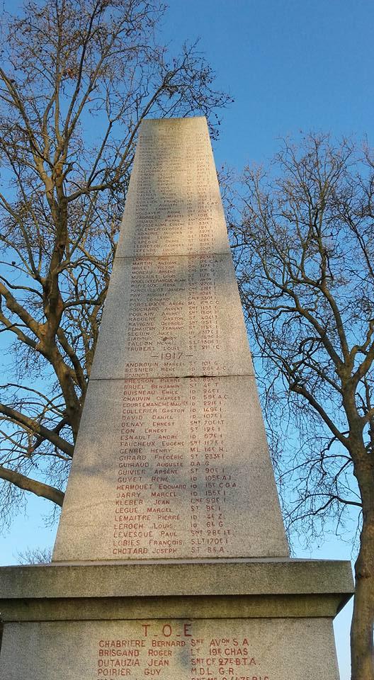 La Flèche - Monument commémoratif - Aux enfants de La Flèche morts pour la France 1914-1918 et 1939-1945 - Face Sud - Vue 02 (Michel Mimitontonparrain)