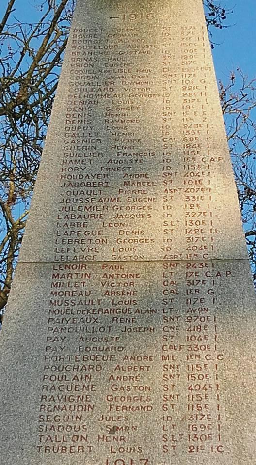 La Flèche - Monument commémoratif - Aux enfants de La Flèche morts pour la France 1914-1918 et 1939-1945 - Face Sud - Vue 04 (Michel Mimitontonparrain)