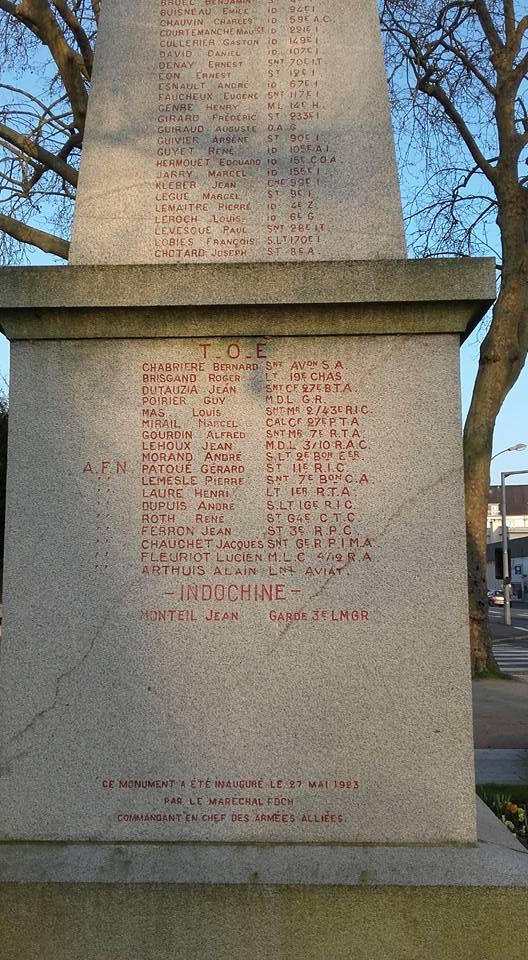 La Flèche - Monument commémoratif - Aux enfants de La Flèche morts pour la France 1914-1918 et 1939-1945 - Face Sud - Vue 05 (Michel Mimitontonparrain)
