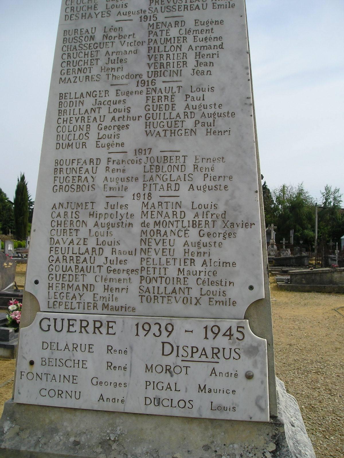 Lavarré - Monument commémoratif - Monument aux morts 1914-1918 et 1939-1945 - Vue 01 (Michel Rogerie)