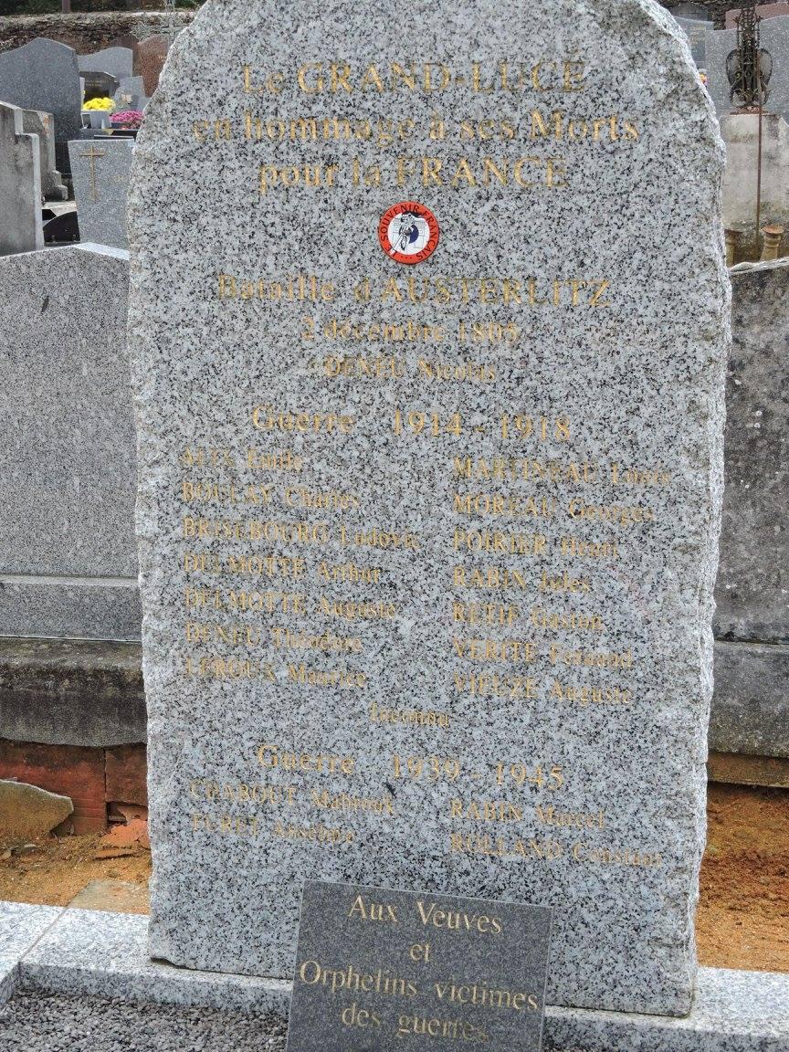 Le Grand Lucé - Monument commémoratif - En hommage à ses morts pour la France Bataille d'Austerlitz, 1914-1918 et 1939-1945 - Vue 01 (Chantale Vieux)