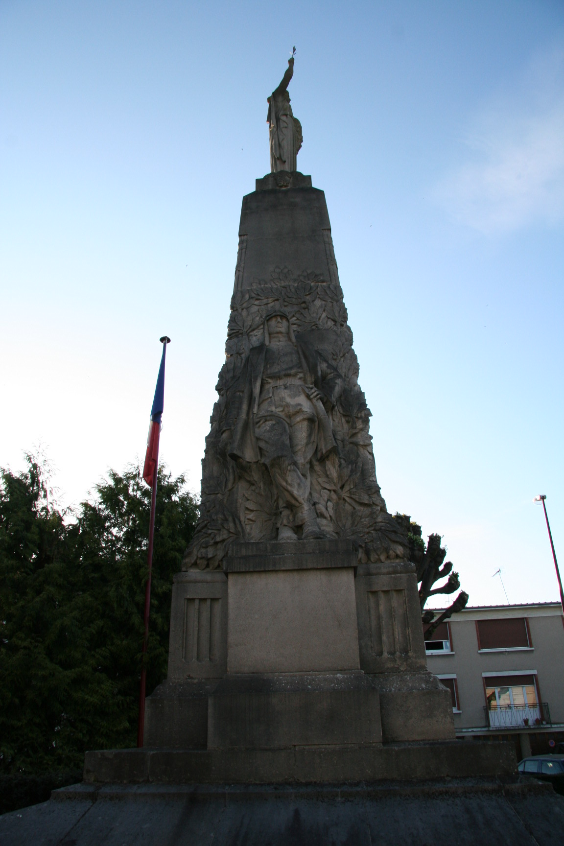 Le Mans en 2010 - Monument commémoratif - Avenue de la Libération - La Sarthe à ses enfants morts pour la France - Vue 02 (Sylvie Leveau)