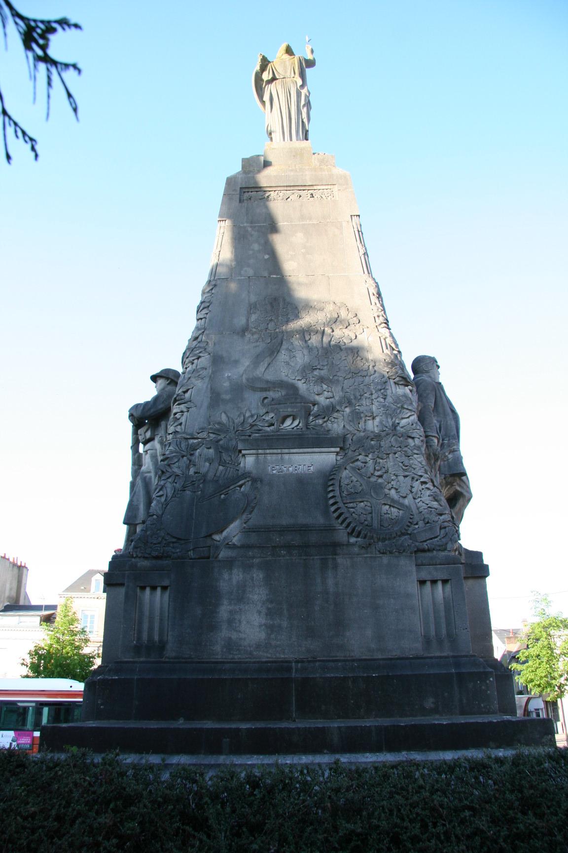 Le Mans en 2010 - Monument commémoratif - Avenue de la Libération - La Sarthe à ses enfants morts pour la France - Vue 03 (Sylvie Leveau)