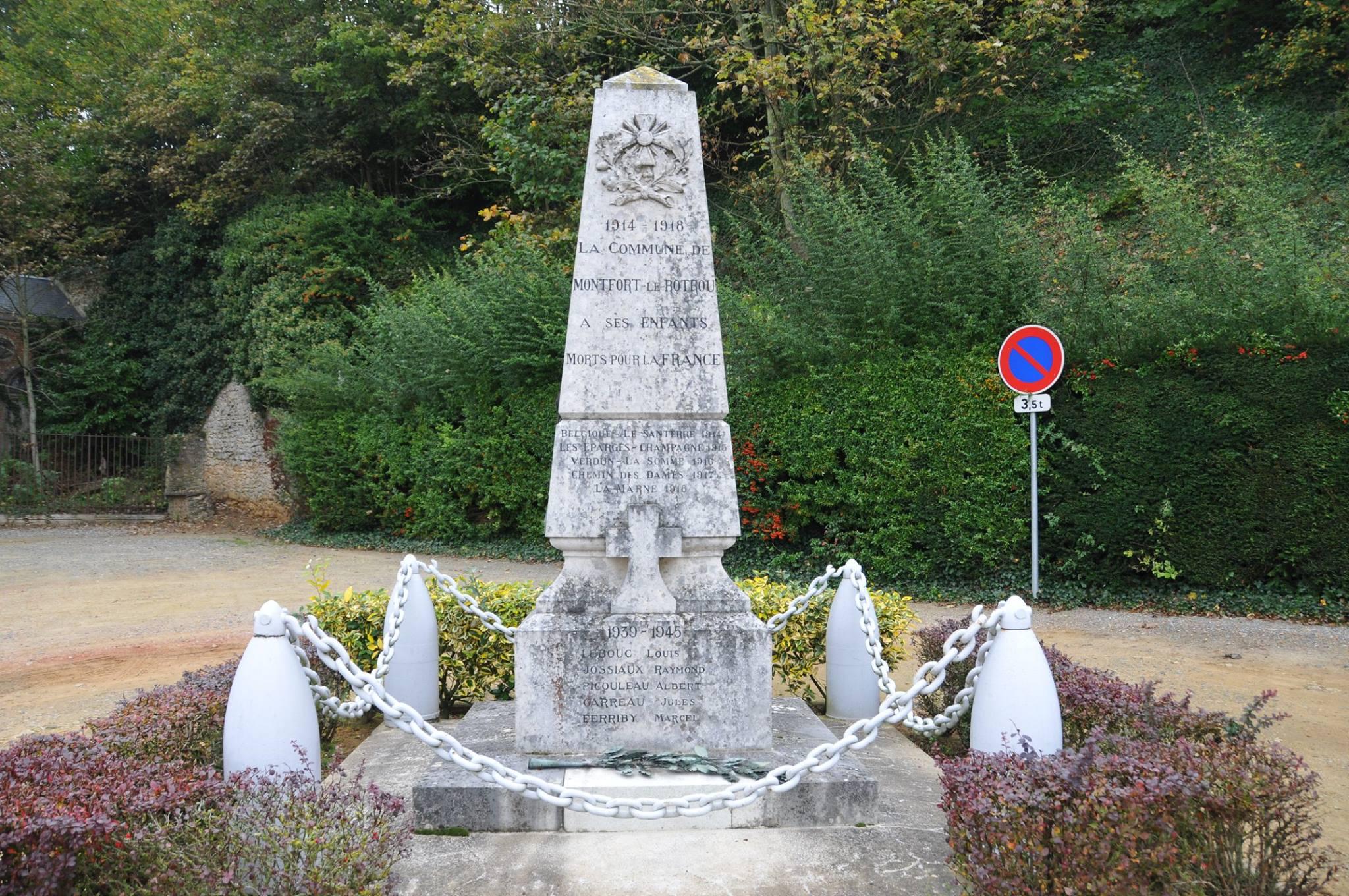Montfort le Gesnois - Monfort le Rotrou jusqu'en 1985 - Monument commémoratif - La commune de Montfort le Rotrou à ses enfants morts pour la France 1914-1918 - Vue 01 (Romain Christopher Guillaume Lépine)