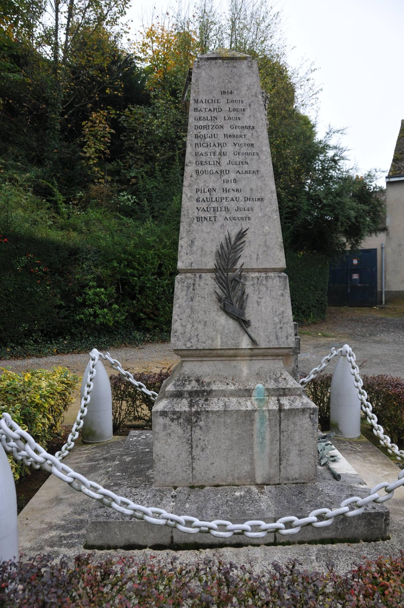 Montfort le Gesnois - Monfort le Rotrou jusqu'en 1985 - Monument commémoratif - La commune de Montfort le Rotrou à ses enfants morts pour la France 1914-1918 - Vue 02 (Romain Christopher Guillaume Lépine)