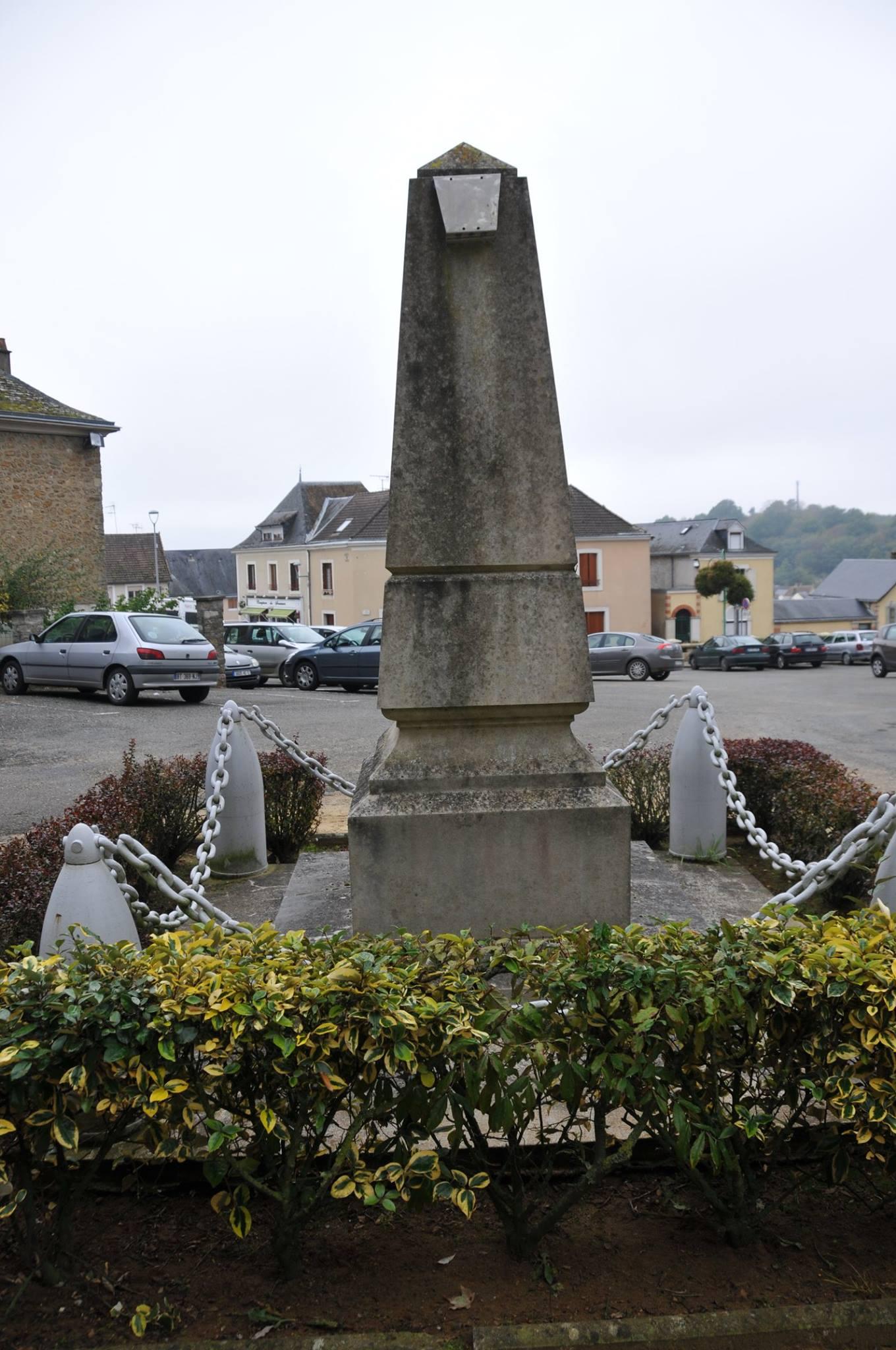 Montfort le Gesnois - Monfort le Rotrou jusqu'en 1985 - Monument commémoratif - La commune de Montfort le Rotrou à ses enfants morts pour la France 1914-1918 - Vue 04 (Romain Christopher Guillaume Lépine)