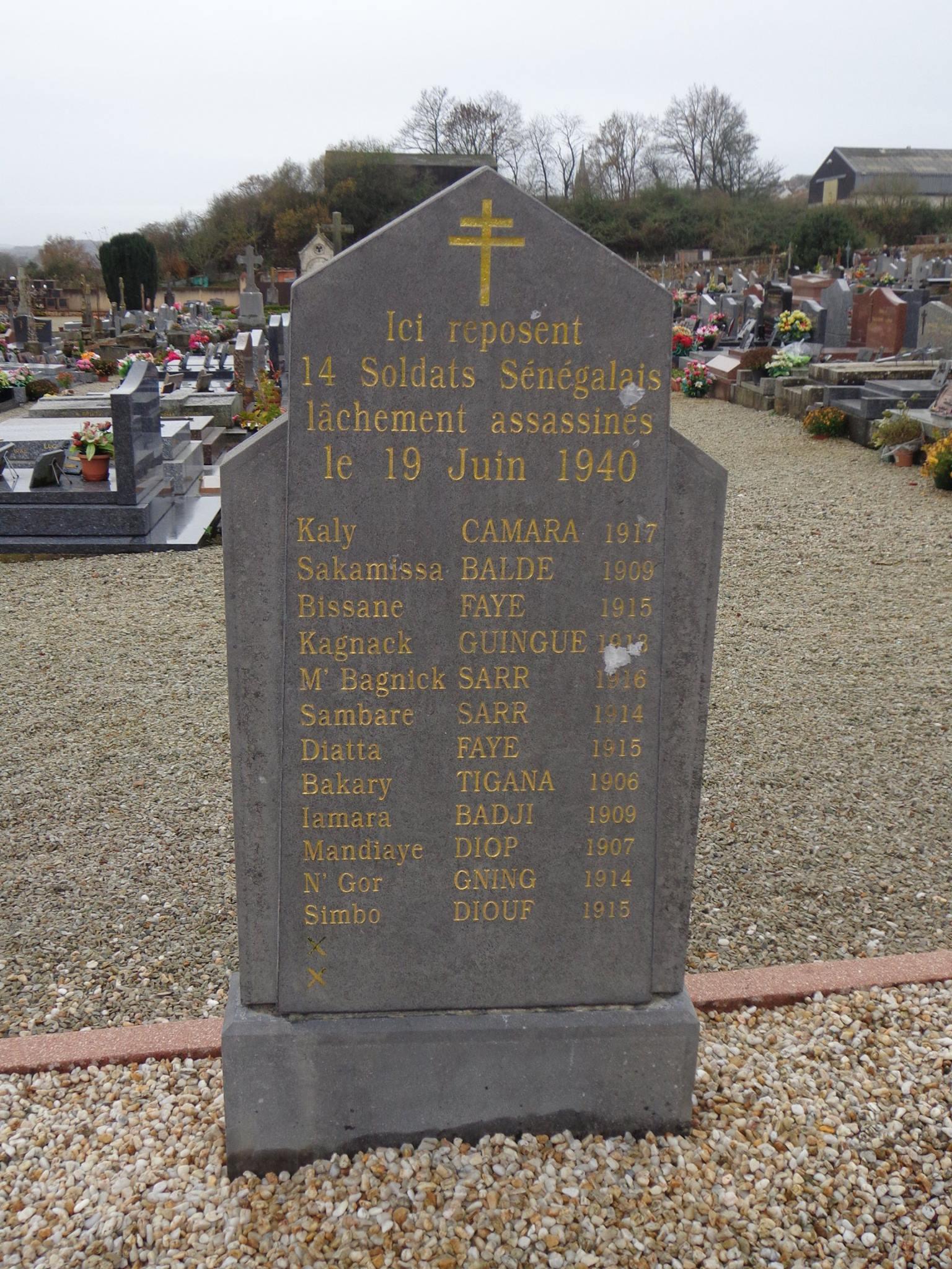 Sillé le Guillaume - Monument commémoratif - Ici reposent 14 Soldats Sénégalais lâchement assassinés le 19 Juin 1940 (Marie-Yvonne Mersanne)