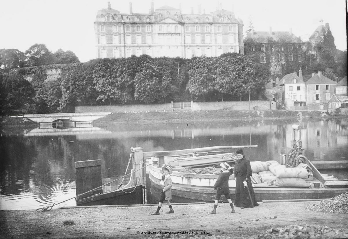 Sablé sur Sarthe - Promenade au port de Sablé sur Sarthe - Cliché Georges Jagot, début du XXe siècle (Archives départementales de la Sarthe, 23 Fi 1220)